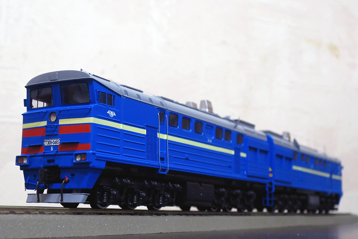 Stand model of Soviet Diesel Locomotive 2TE10 U